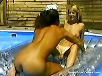 Amateur threesome in the pool