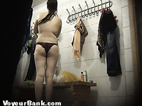 Chunky white chick in black panties dresses up in the locker