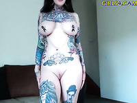 This fabulous webcam slut with nice tattoos loves her job a lot
