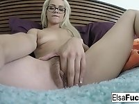 Tiny babe Elsa fingers her hairy pussy