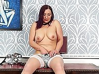 Mature Fia is too horny not to masturbate on the table