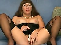 Pussy games in cam by a mature fetish Lady in Nylons
