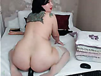 Voluptuous super sexy amateur cam nympho exposed her huge booty
