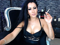 This sultry camslut is in the mood to be extra nasty and she loves to smoke