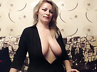 I chat with sexy mature blonde who shows off her curves