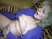 Amateur grey haired oldie with super saggy tits masturbated her mature cunt