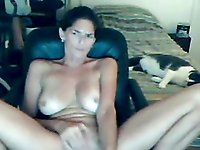 Webcam milf plays and sucks her toy