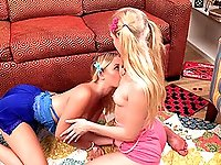 Amateur lesbo love making on the floor - Emma Starletto & Natalia Queen